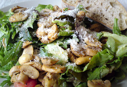 salat mit gebratenen champignons we eat fine. Black Bedroom Furniture Sets. Home Design Ideas