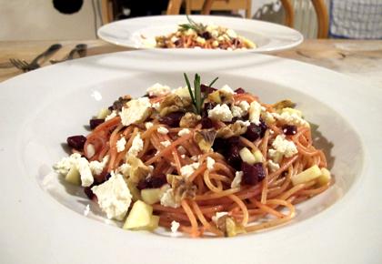 Pasta Flora Rezept spaghetti mit roter bete apfel feta und walnüssen we eat